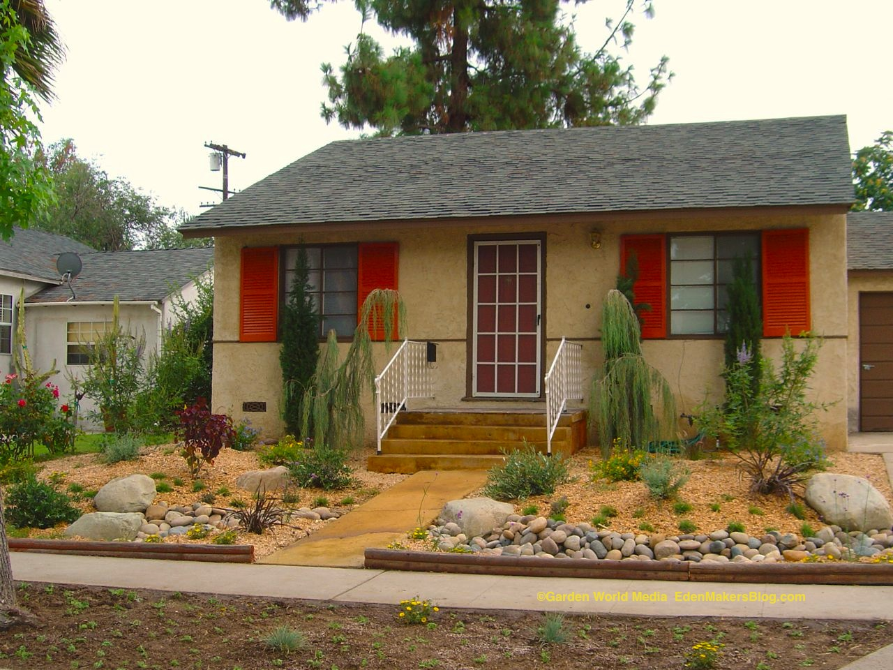Access here lot info pictures of landscaping xeriscape for Front yard designs