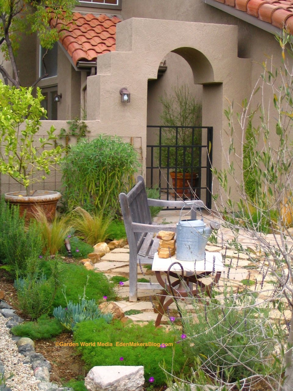 Landscape design ideas pictures front yard mediterranean for Small front garden