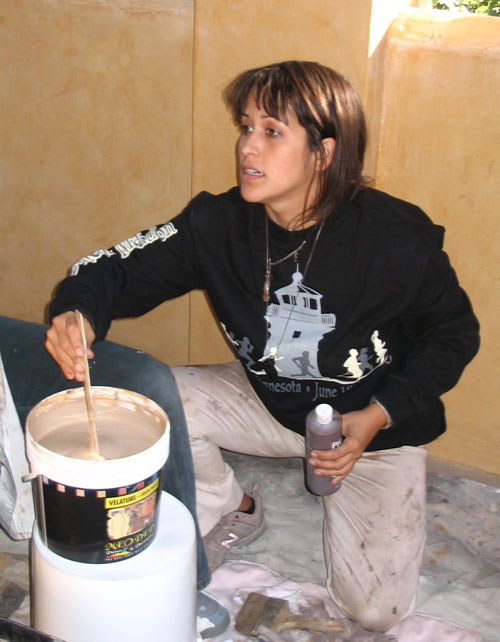 juliana-zanon-mixing-paint.jpg