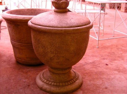 Decorative water hose urn