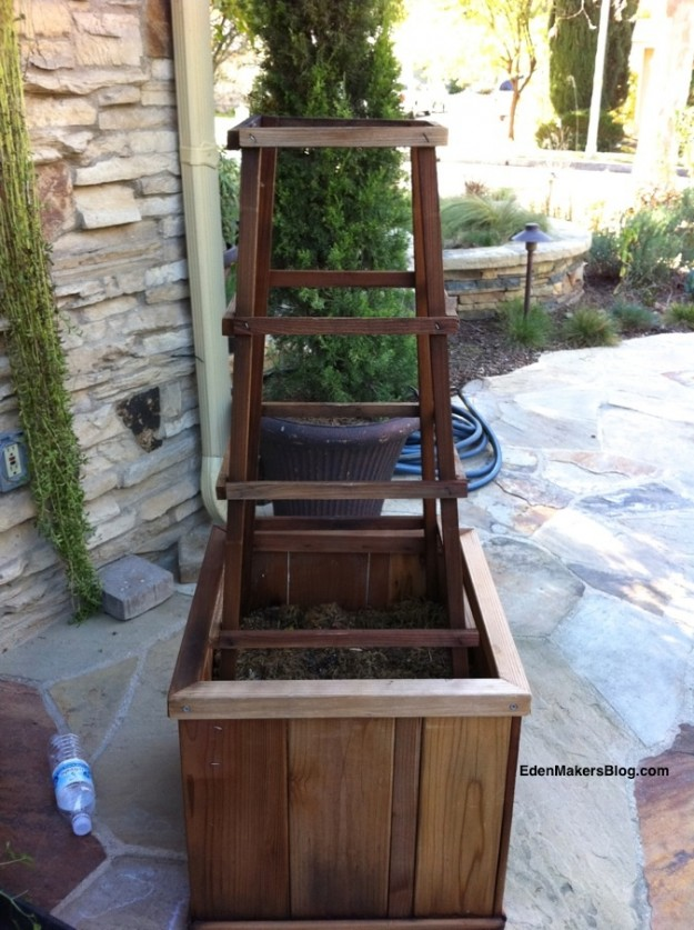 Wood-vegetable-support-trellis-edenmakersblog