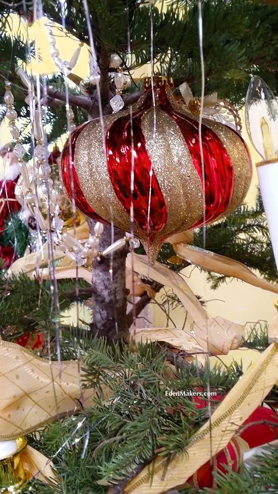 red-gold-glitter-swirl-ornament-edenmakers-blog