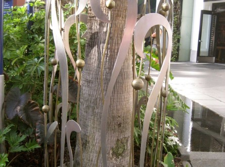palm tree trunk decor